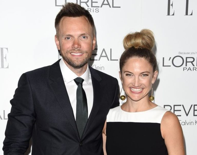 Joel McHale Relationship With Wife Sarah Williams, Height, Body Stats