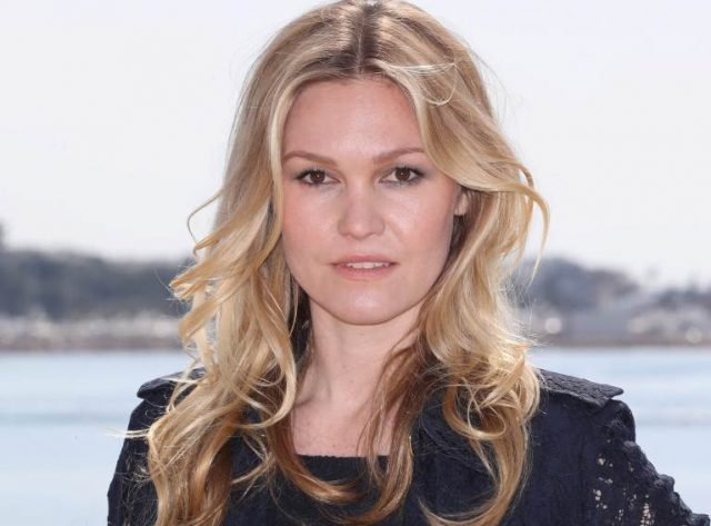Is Julia Stiles Transgender? Where Is She Now? Married, Husband, Height