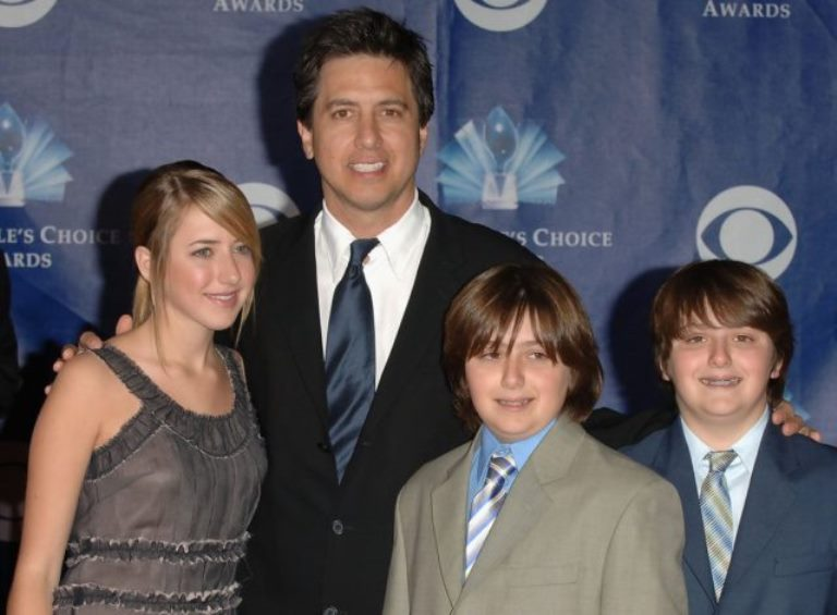 Ray Romano Wife, Kids, Brother, Family, Height, Net Worth
